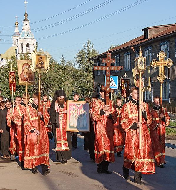 Крестный ход, посвященный 100-летию прибытия царской семьи в Тобольск