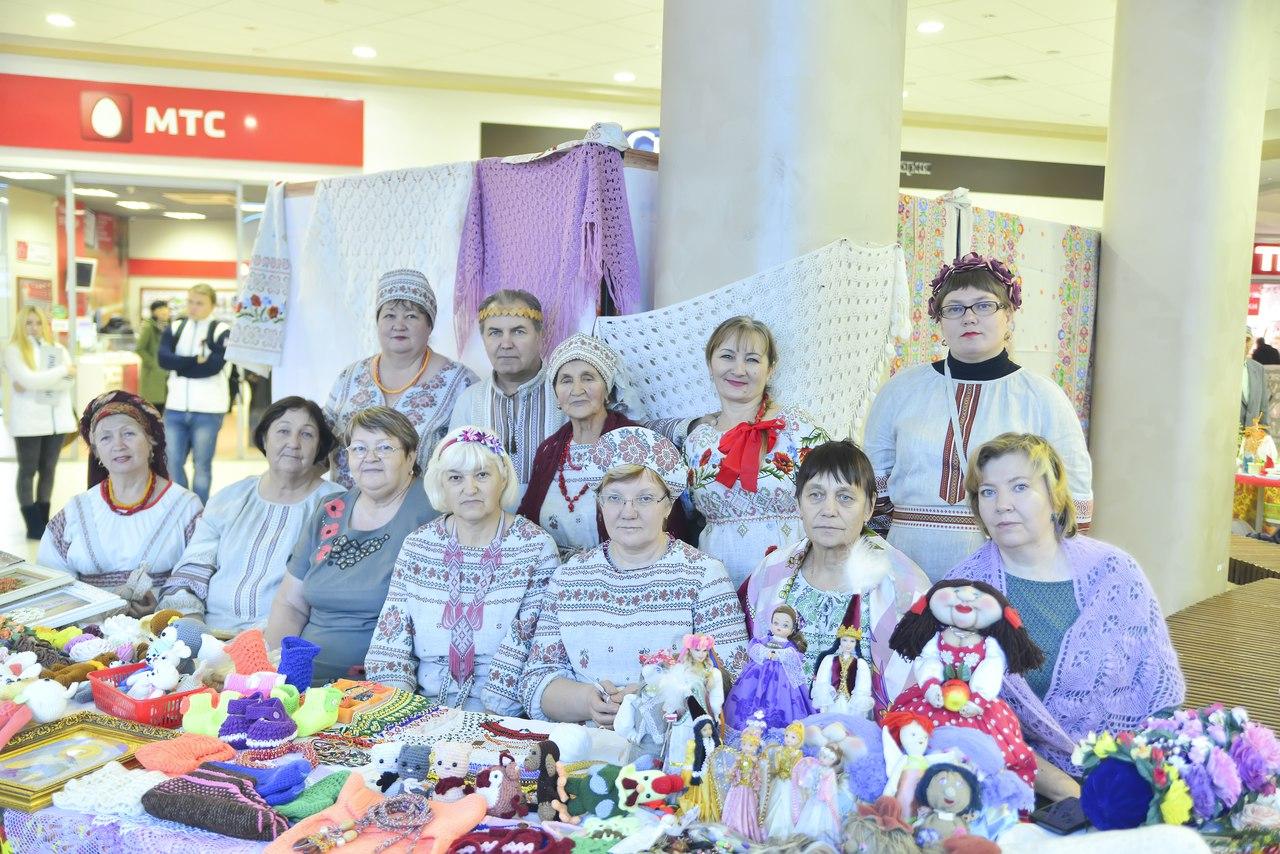 В ТРЦ «Жемчужина Сибири» работали выставка и фотозона в День народного единства