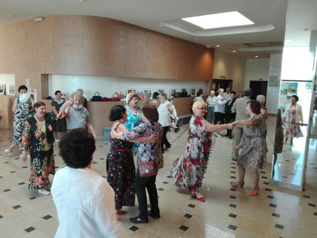 В ДК «Синтез» вновь собрались любители музыки и танцев