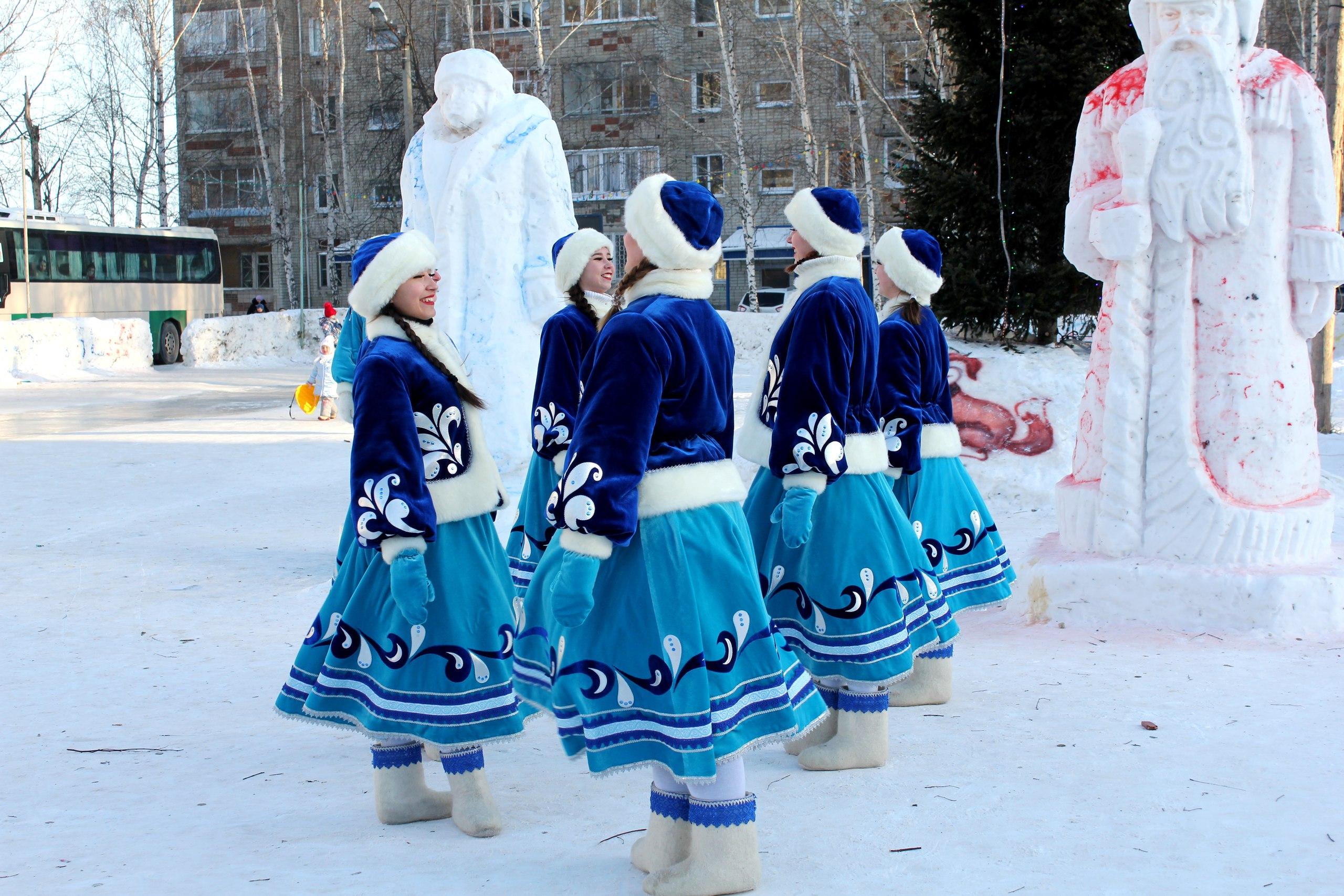 Специалисты ДК «Речник» провели рождественские гуляния в Иртышском