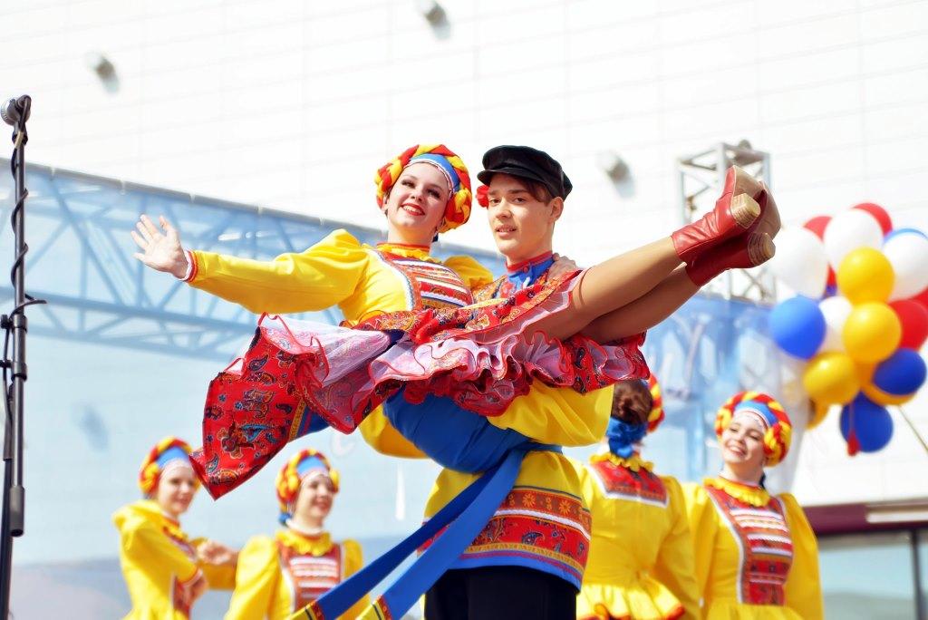 Тоболяки отметили Первомай праздничным концертом