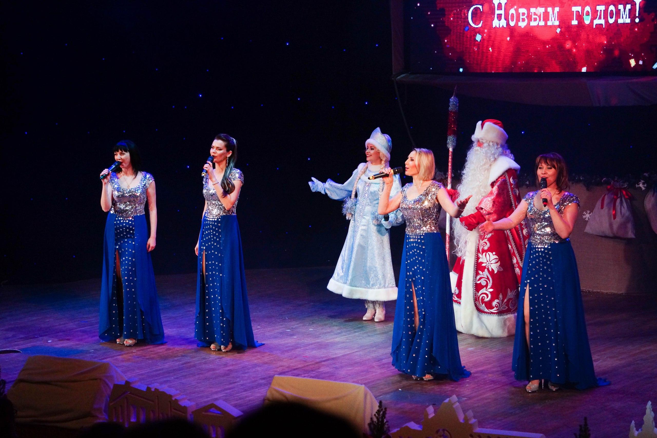 Новогодний концерт в ДК «Синтез» превратился в «кругосветное путешествие»