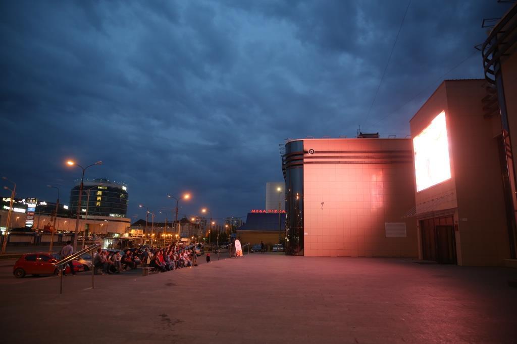 Тоболяки посмотрели кино под открытым небом