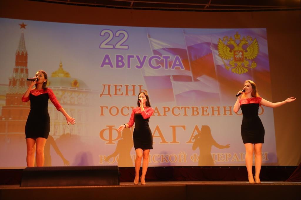 Сумкинцы отметили День российского флага праздничным концерто