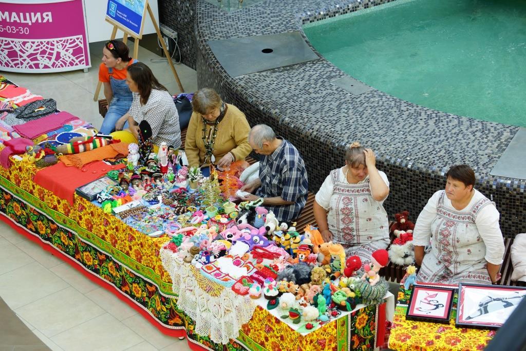 В ТРЦ «Жемчужина Сибири» работала выставка, посвященная дню рождения региона