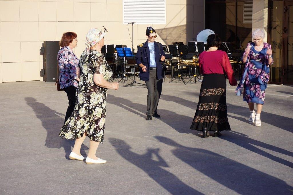 Танцевальный вечер отдыха «И снова музыка звучит» вновь собрал своих поклонников