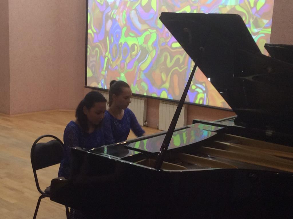 В Детской школе искусств имени А. А. Алябьева поздравили старшее поколение!