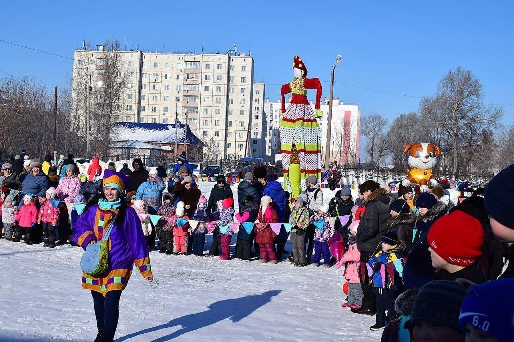 В Сумкино провожали зиму с песнями, танцами и играми