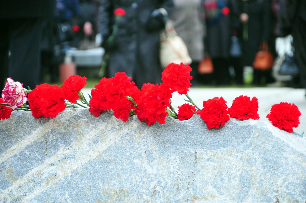На территории Тюремного замка прошел митинг, посвященный Дню памяти жертв политических репрессий