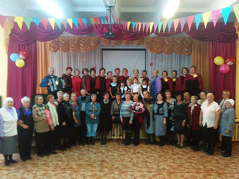 Специалисты Дома народного творчества организовали концерт для пожилых людей на Левобережьи