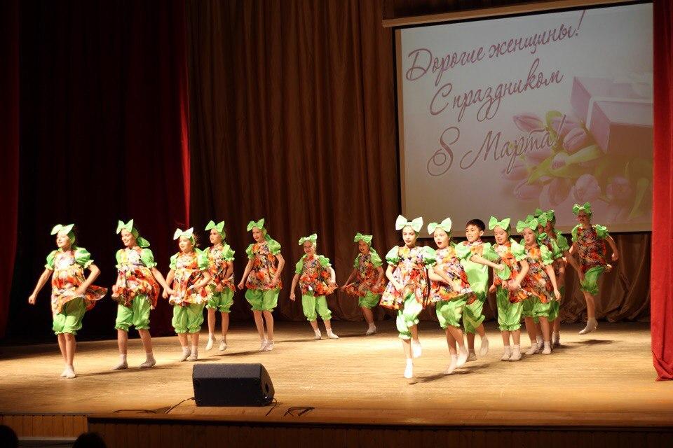Творческие коллективы ДК «Речник» организовали концерт к Международному женскому дню